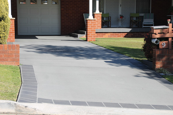 Spray Finish Driveway with Contrasting Border